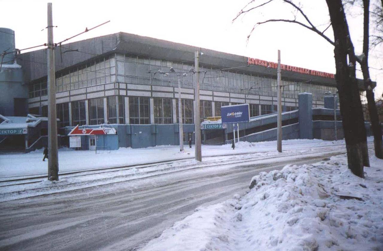 http://old.kuznya.net/place/arena/dskm.jpg
